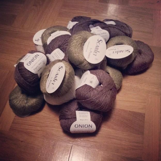 Scarlet och Organic wool + Nettles